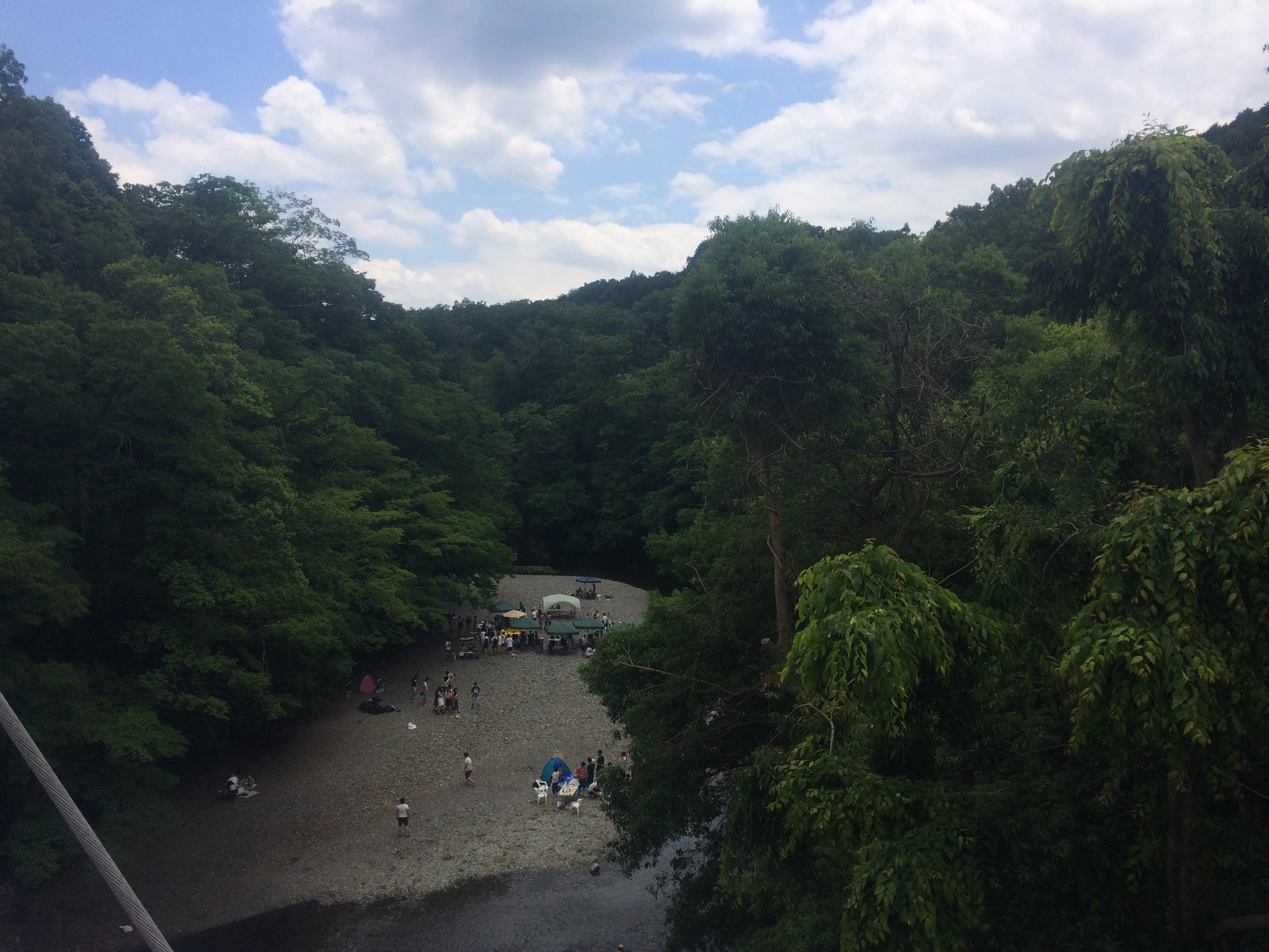 割岩橋から飯能河原を望む