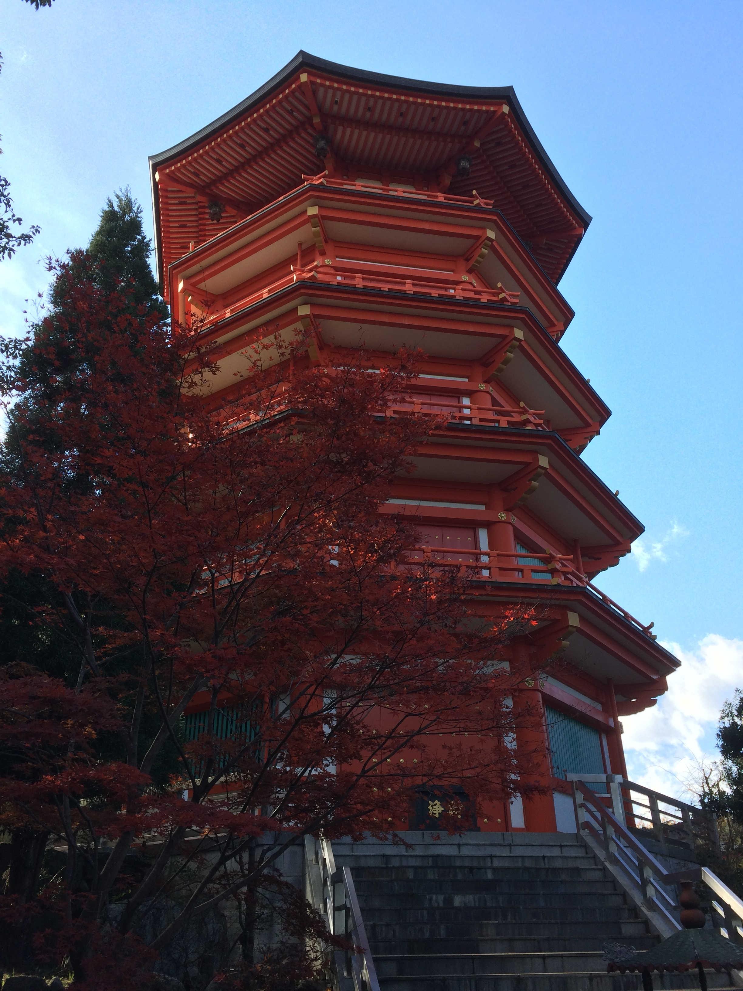 奥之院五重塔と紅葉
