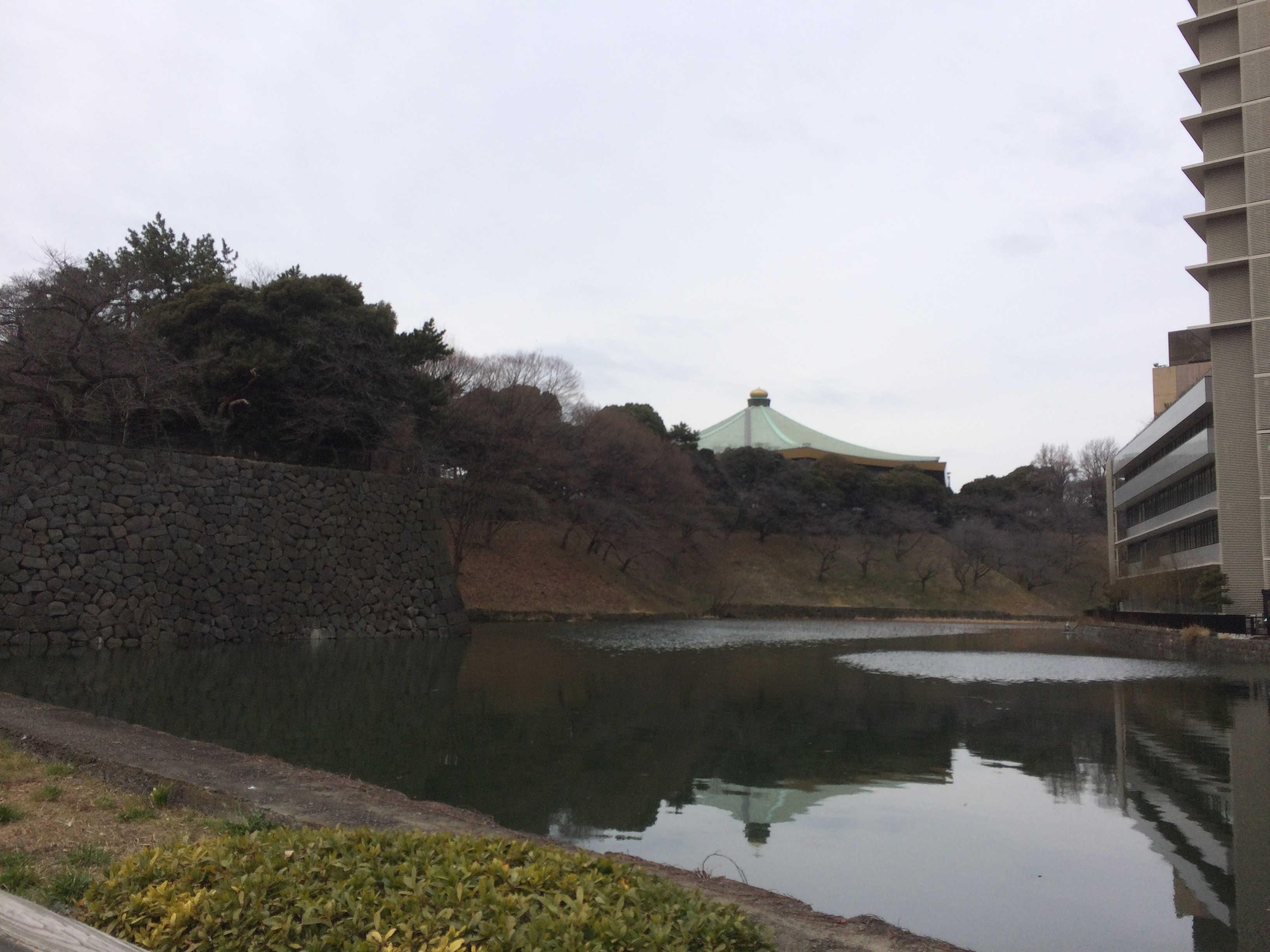 清水門から日本武道館を望む