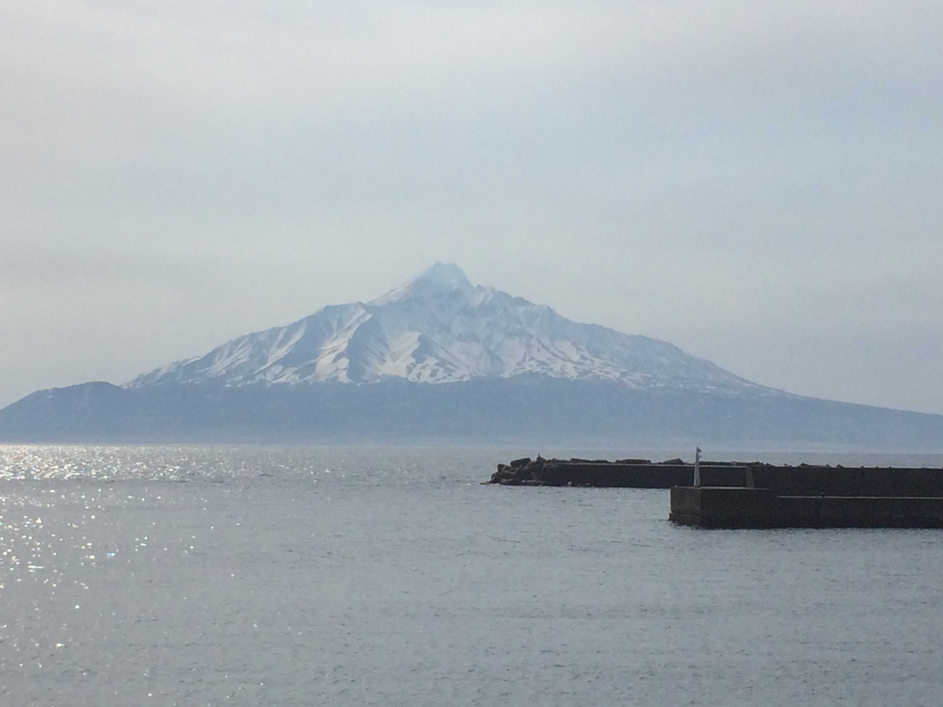 礼文島から見る利尻富士