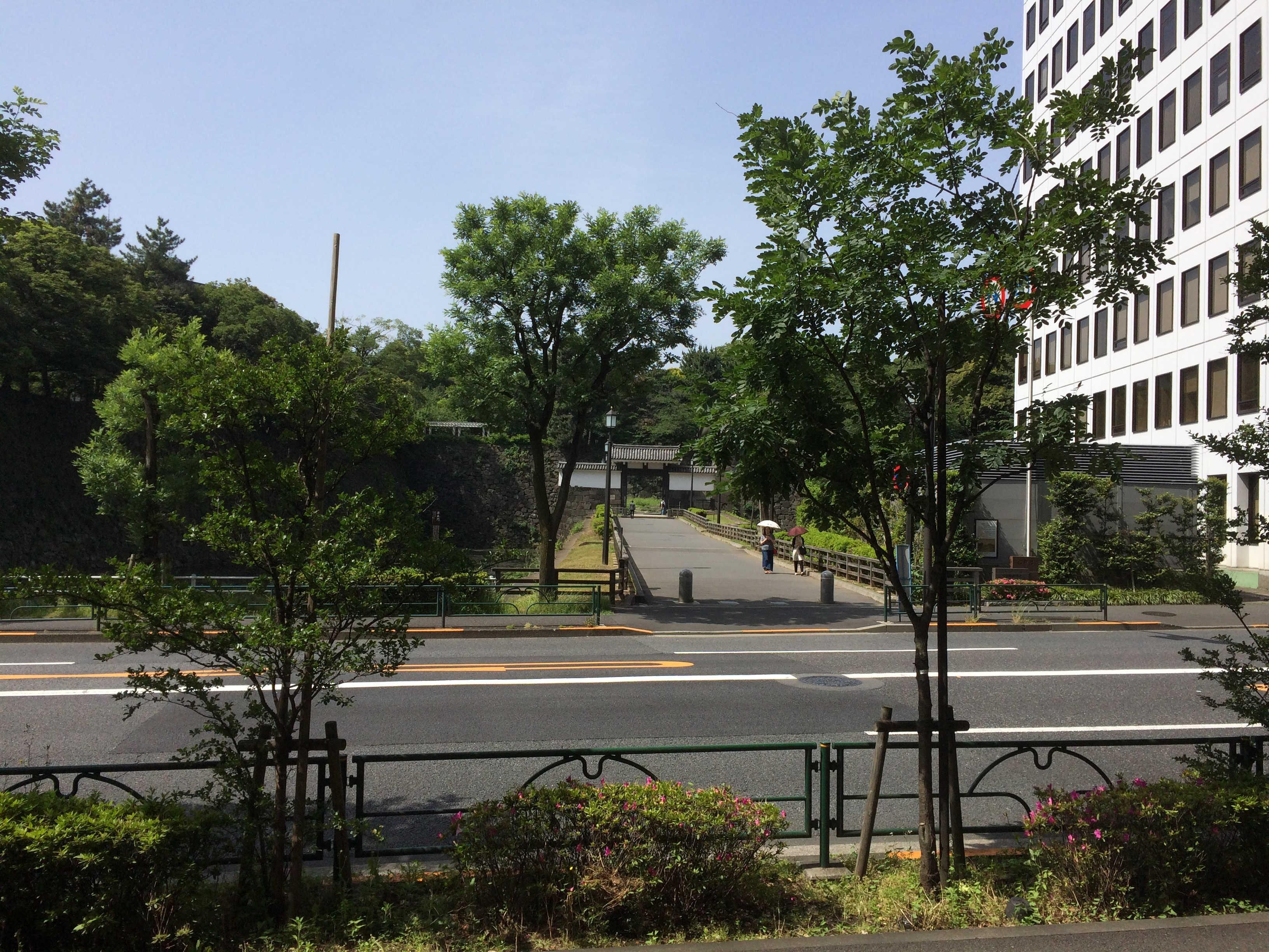 千代田区役所から清水門