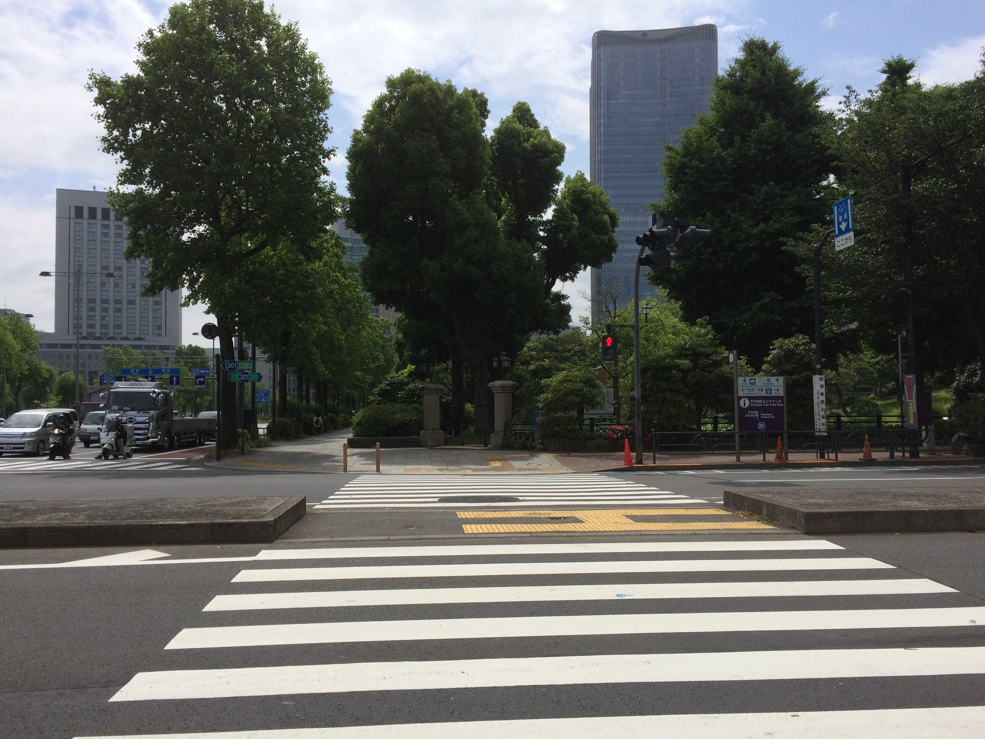日比谷公園前(祝田橋交差点)