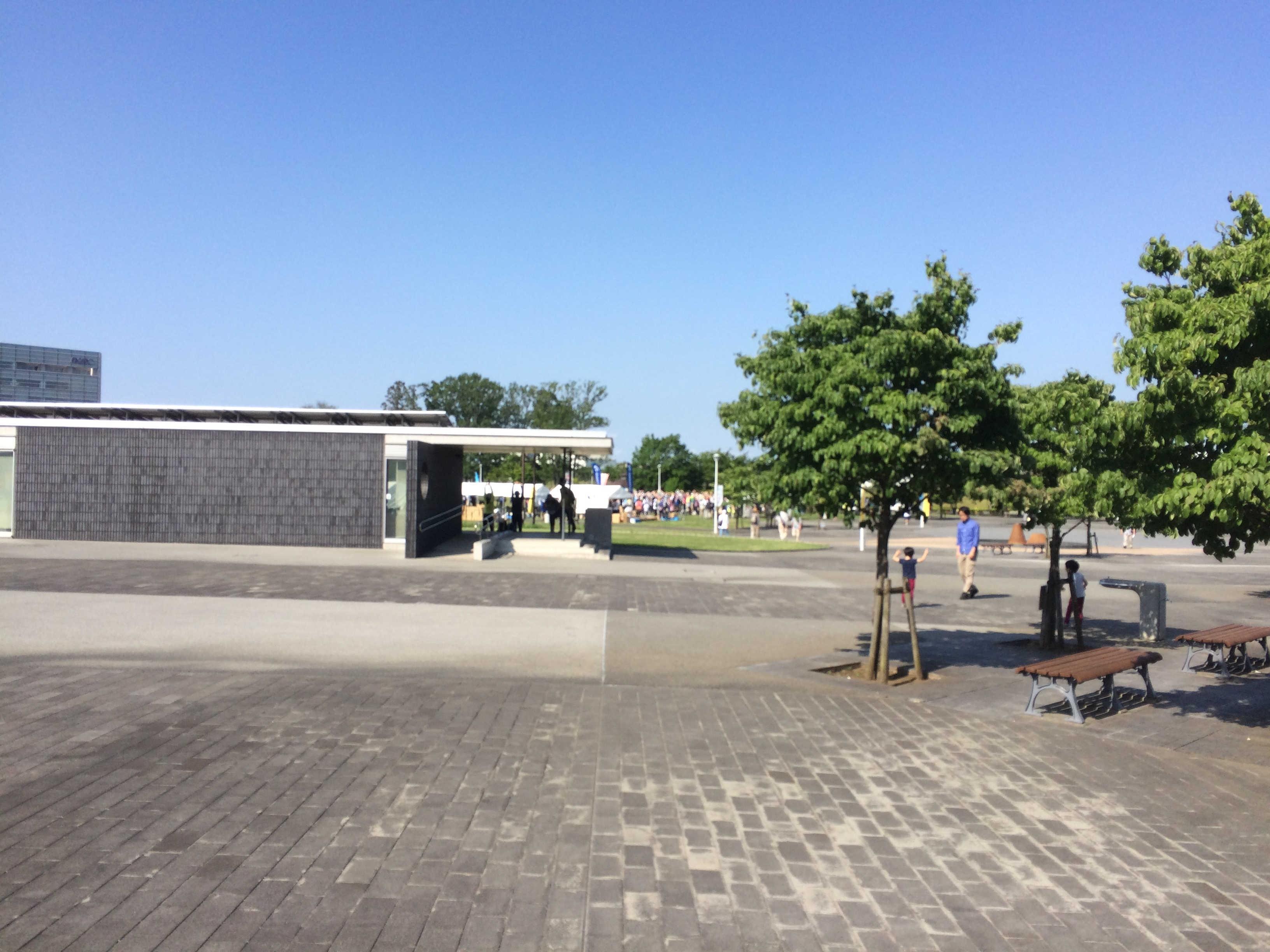 研究学園駅前