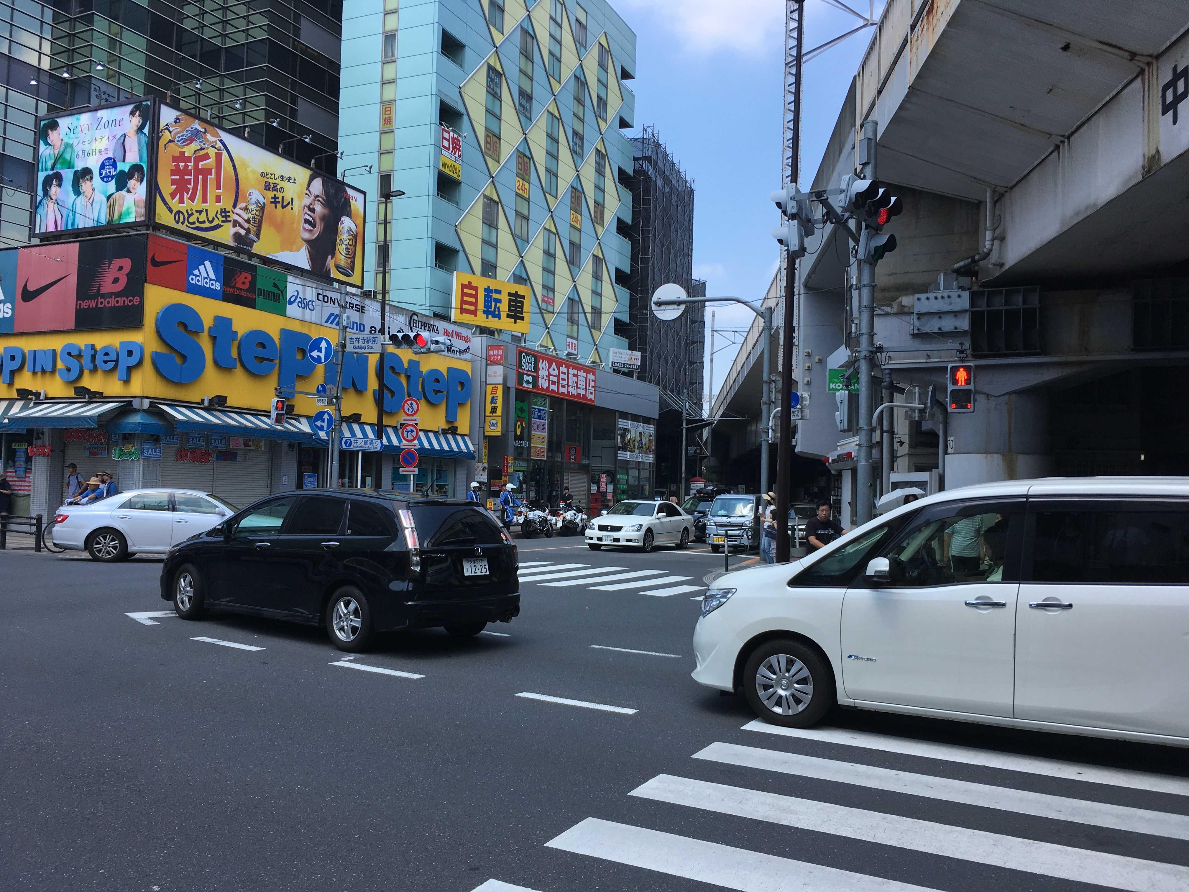 吉祥寺駅前交差点