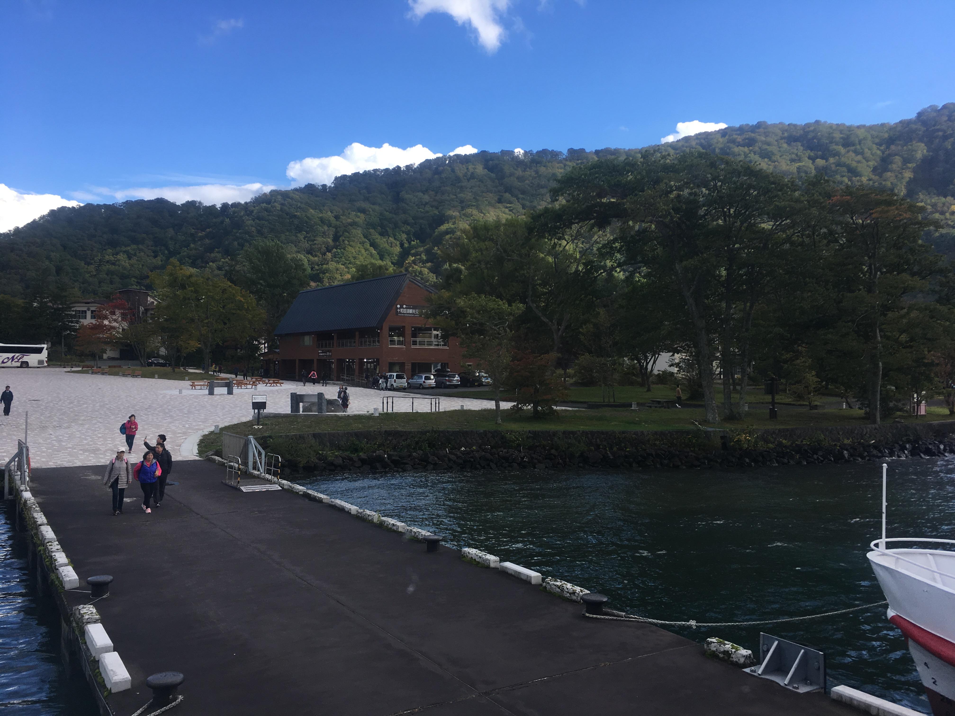 十和田湖遊覧船船首から乗り場