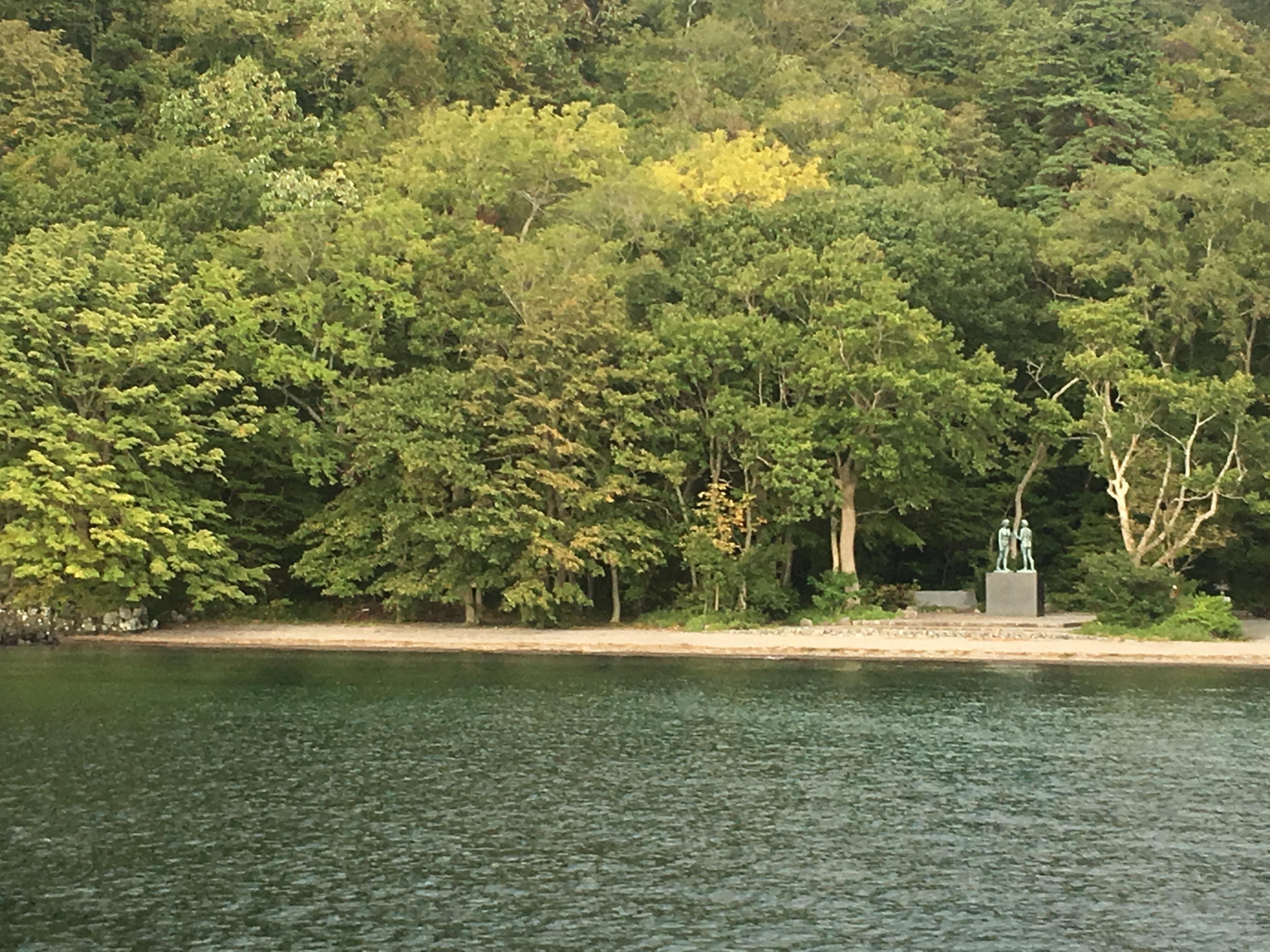 十和田湖遊覧船船首から乙女の像