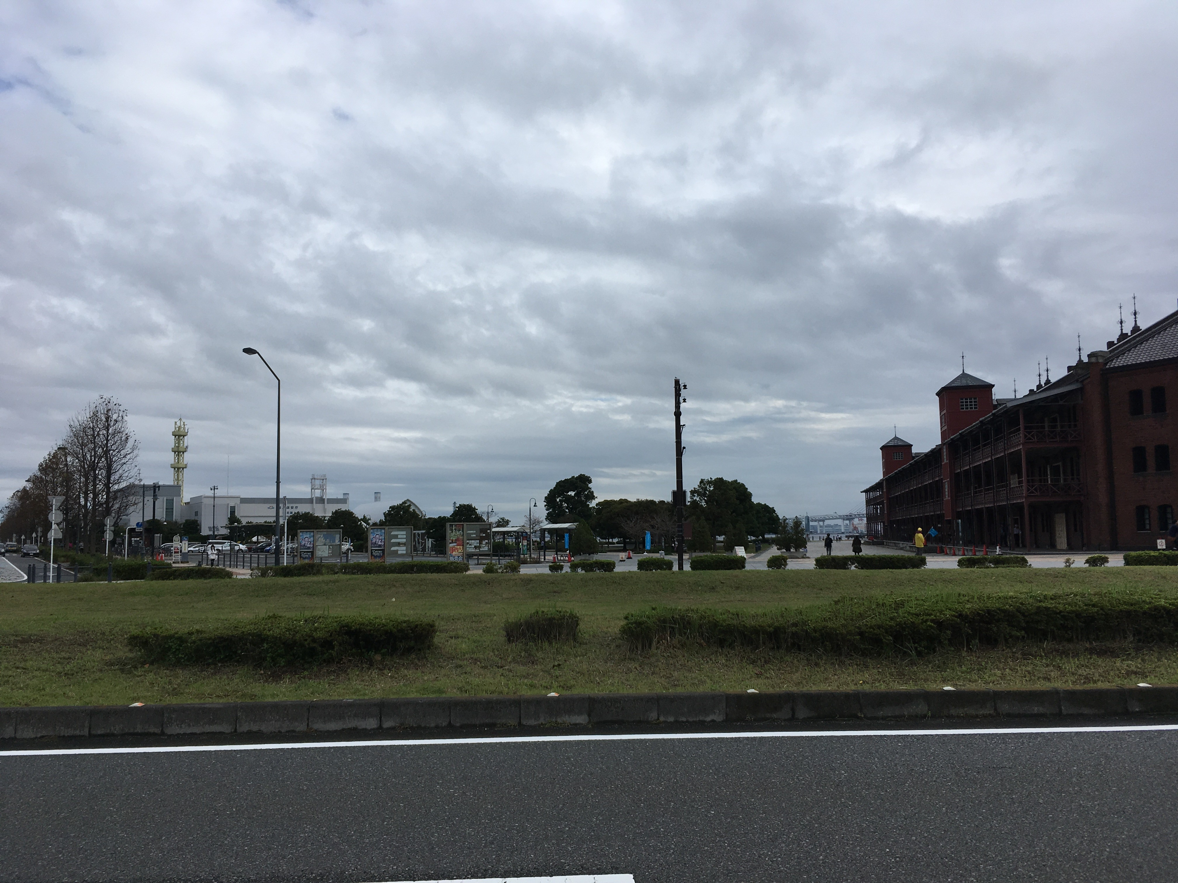 横浜赤レンガ倉庫方面