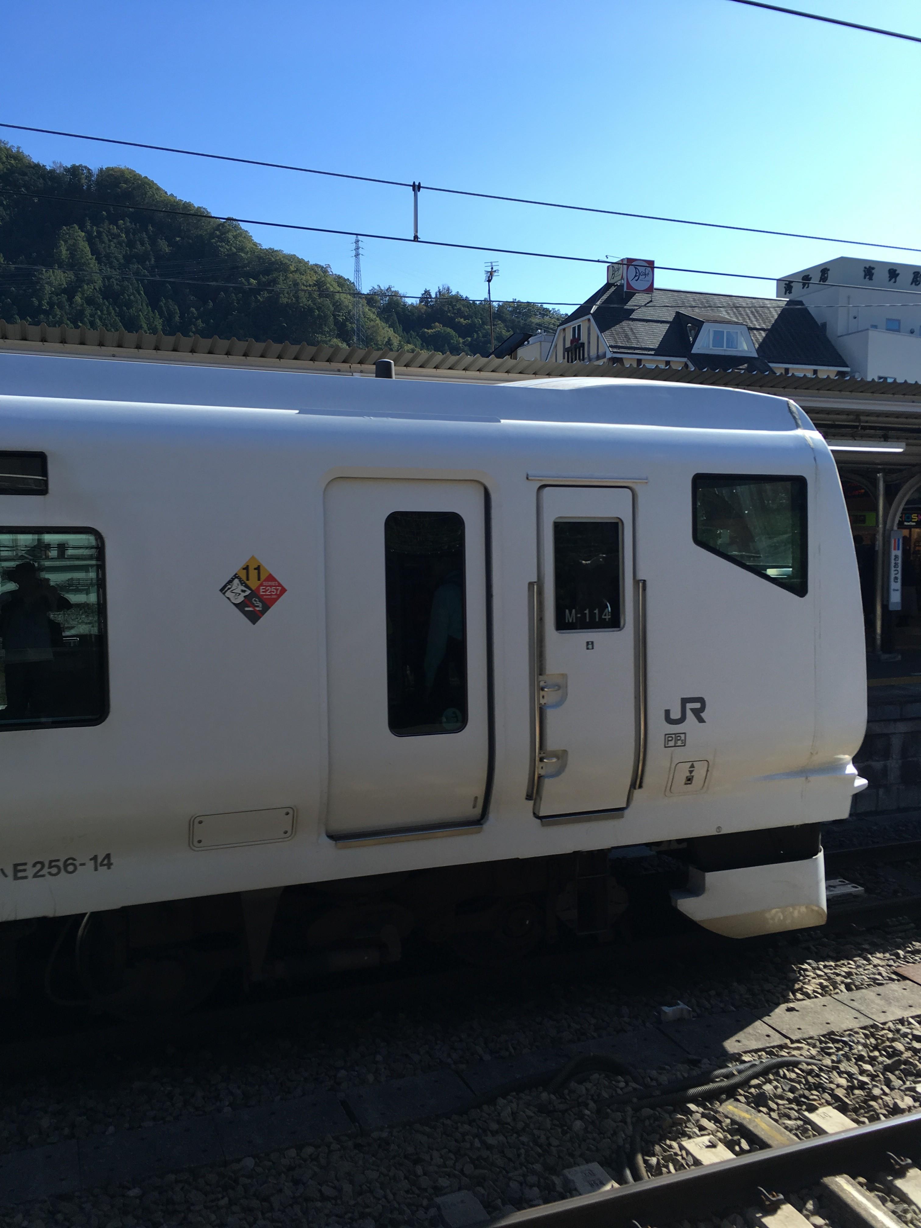 フジサン特急車内3号車(河口湖駅→大月駅)車内)車窓