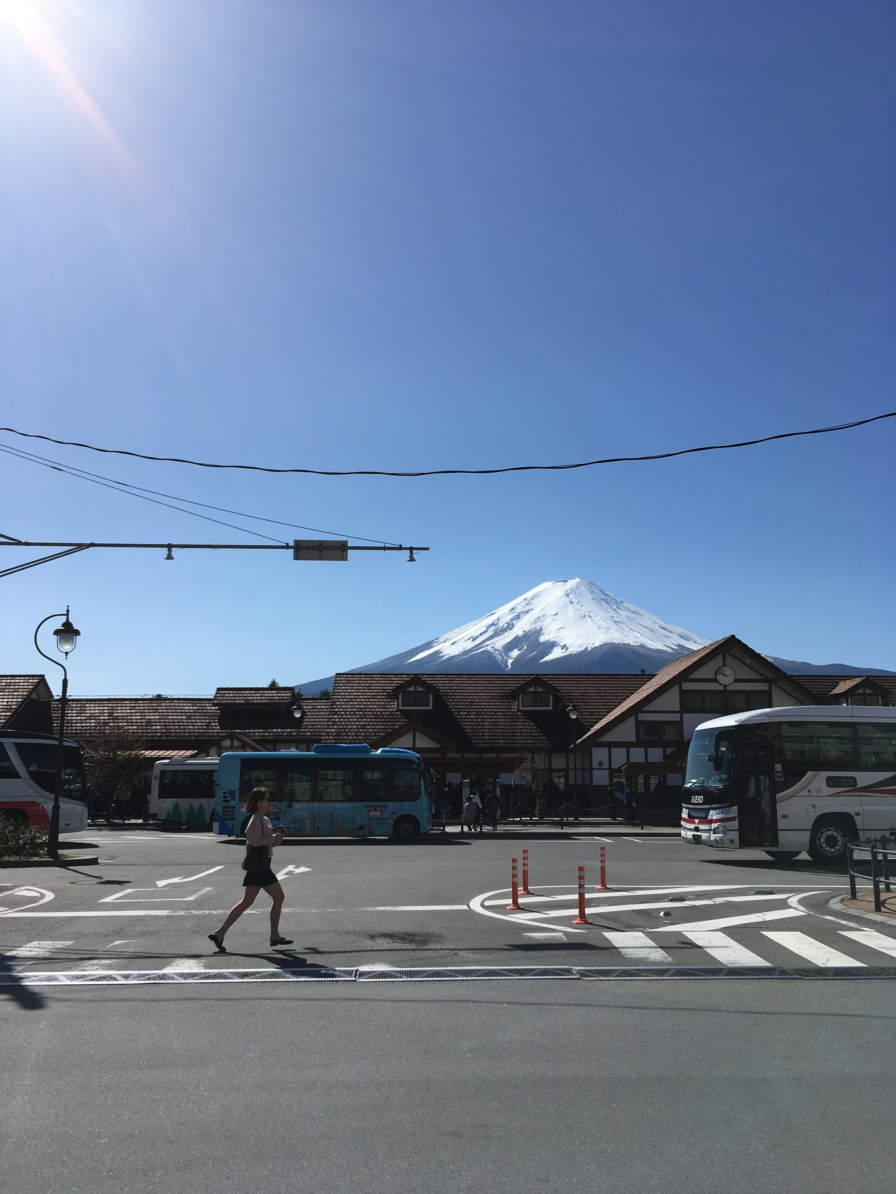河口湖駅前から富士山を望む
