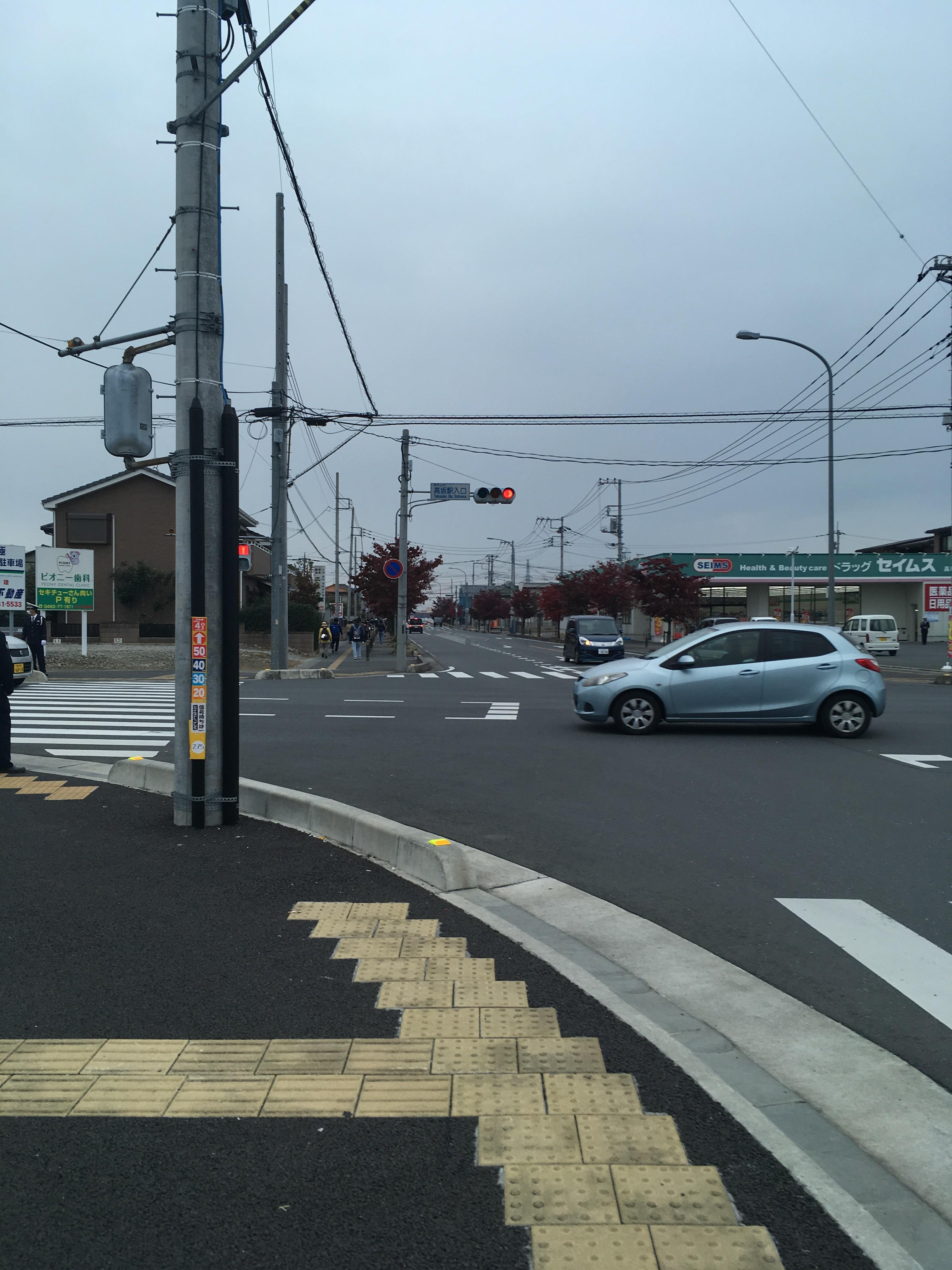 高坂駅入口交差点