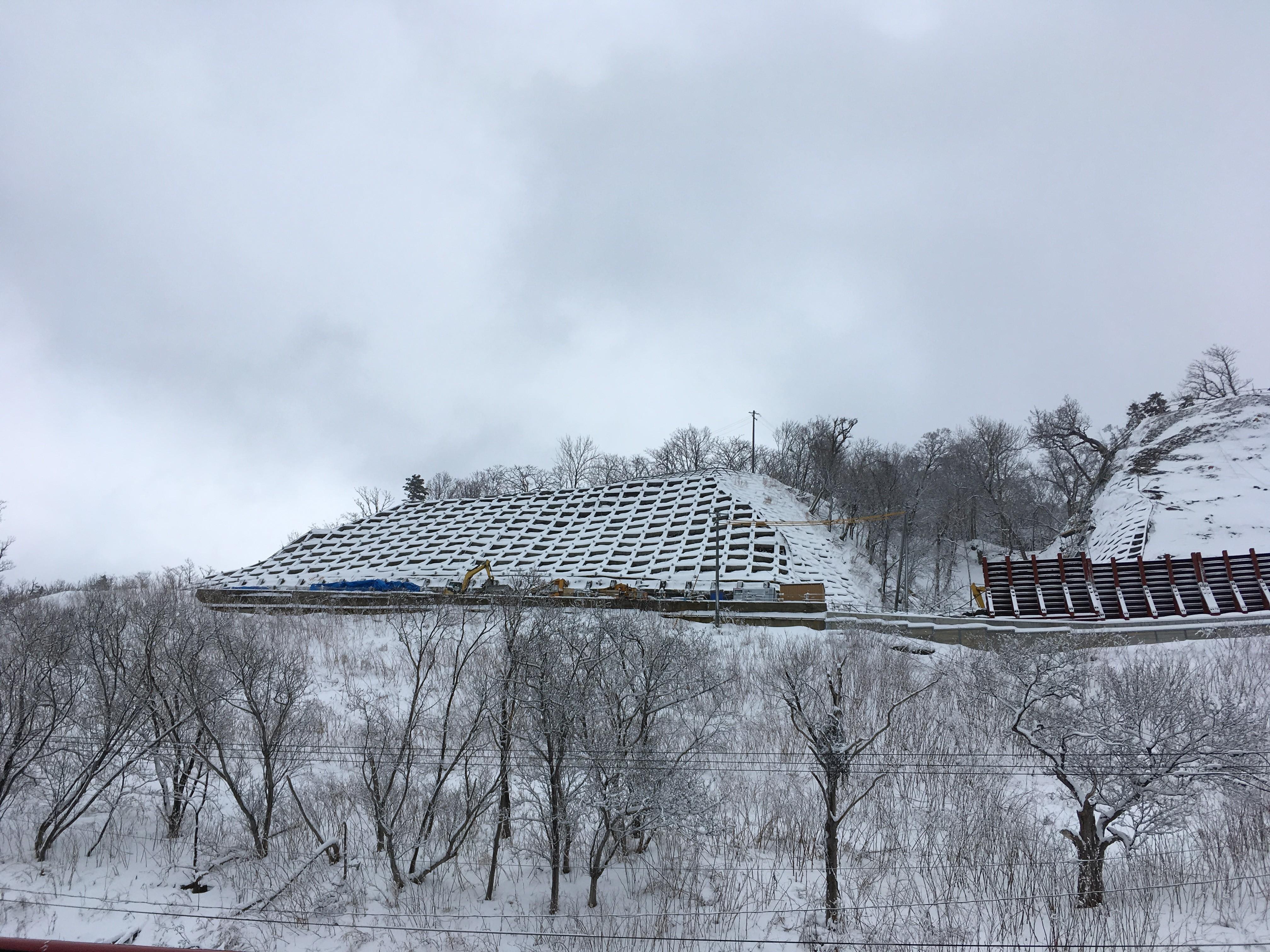オシンコシンの滝山側の風景