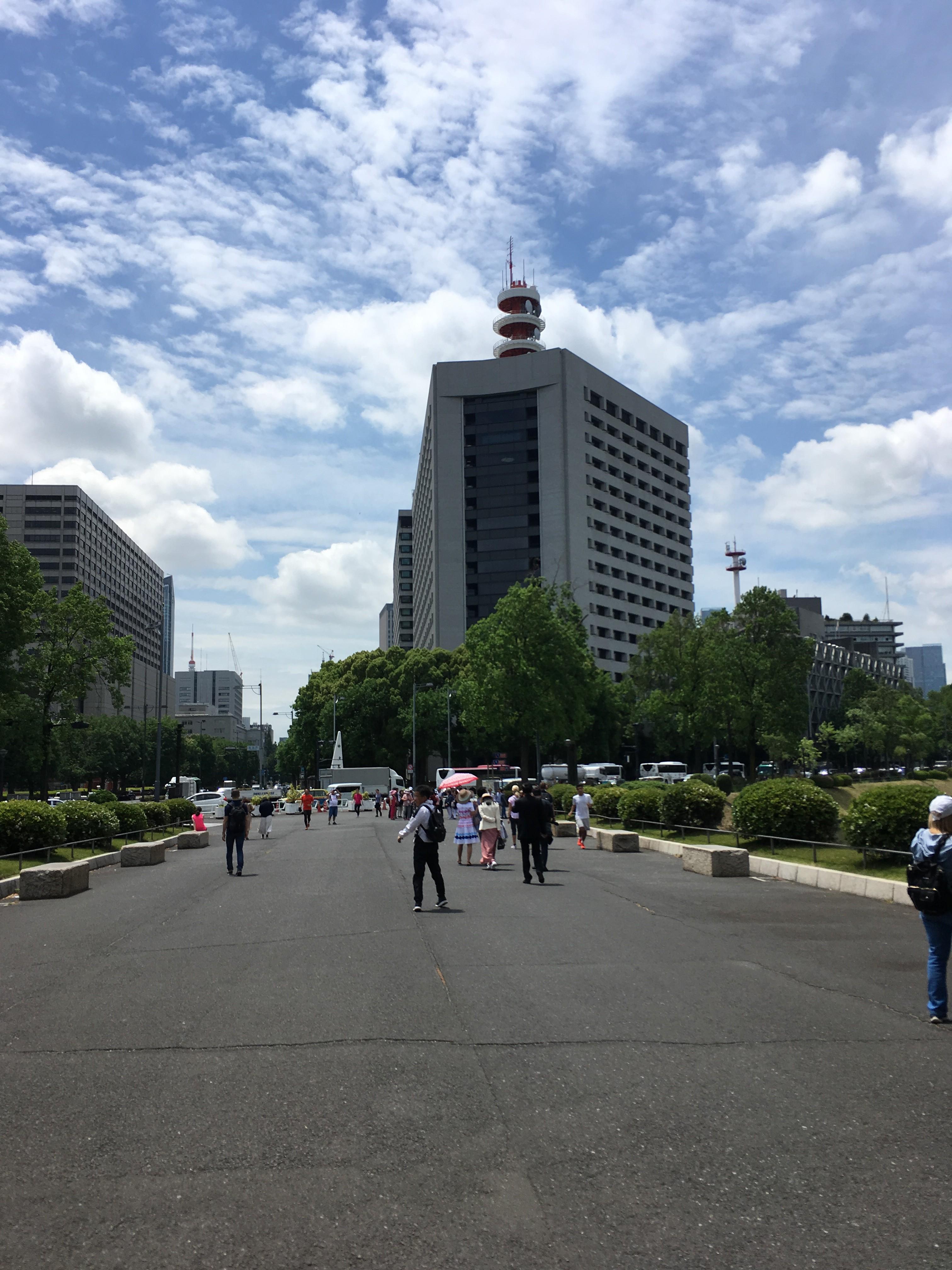 桜田門から警視庁を望む