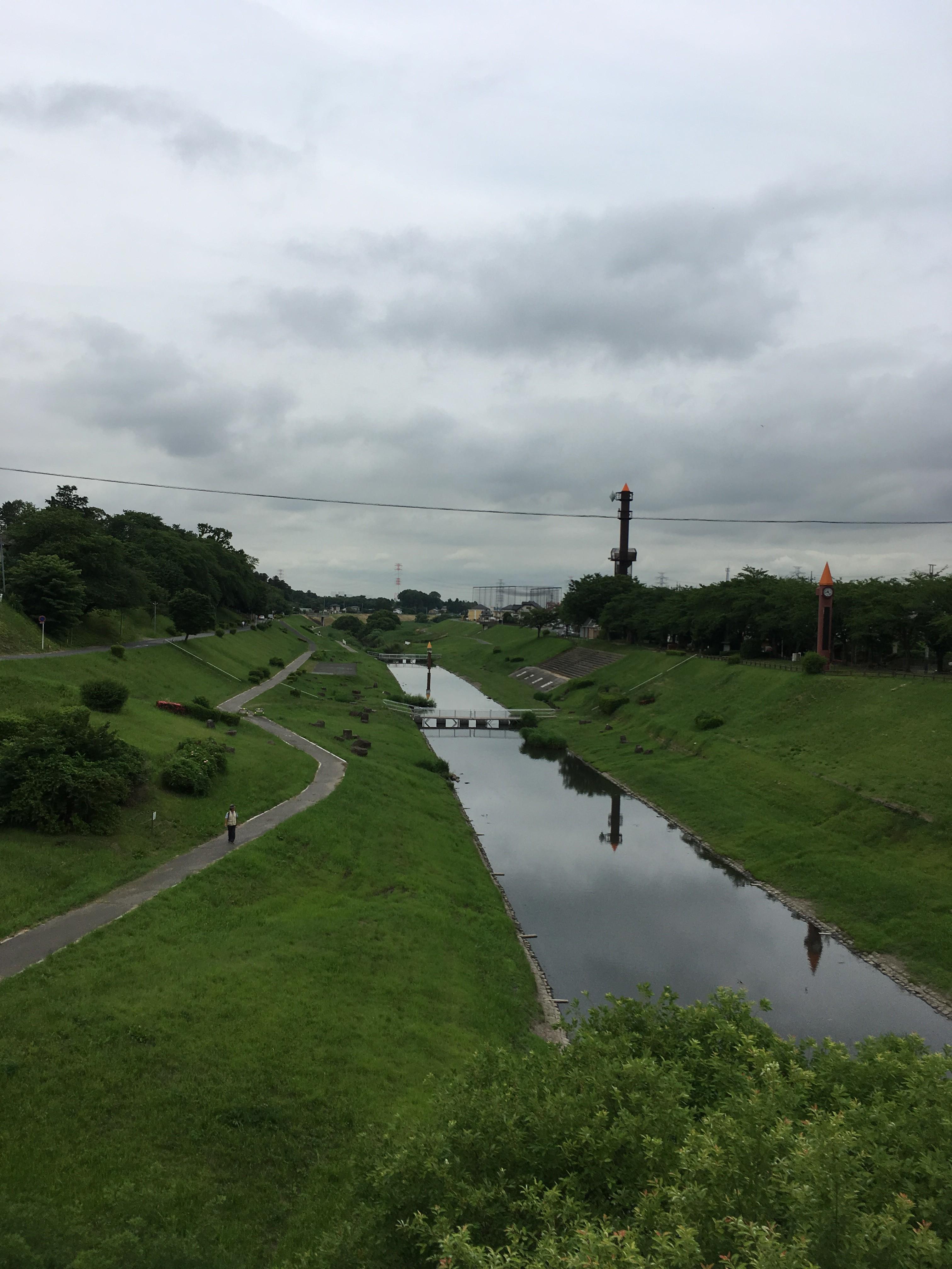 流山街道から運河水辺公園を望む