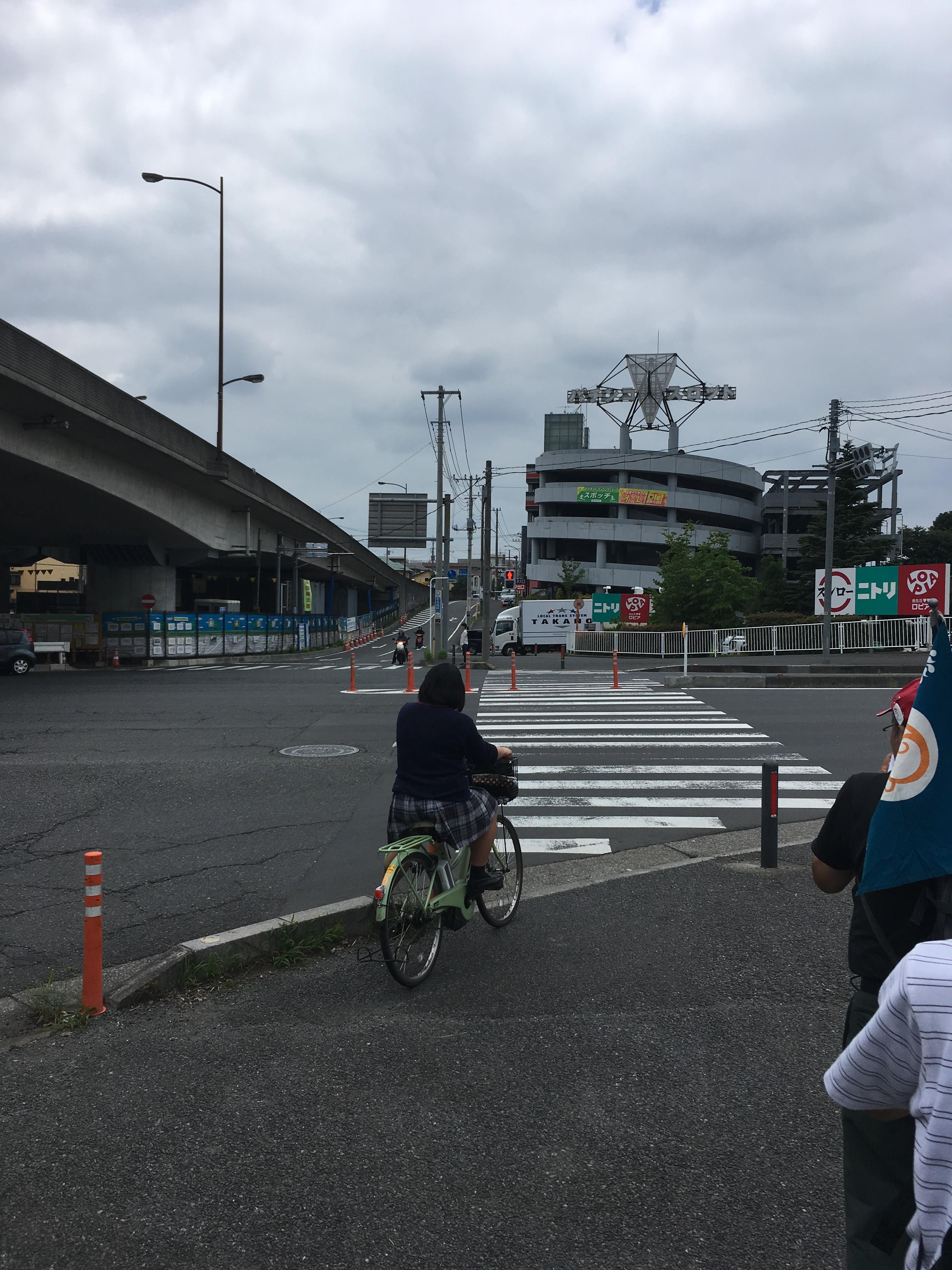 中尾陸橋下交差点