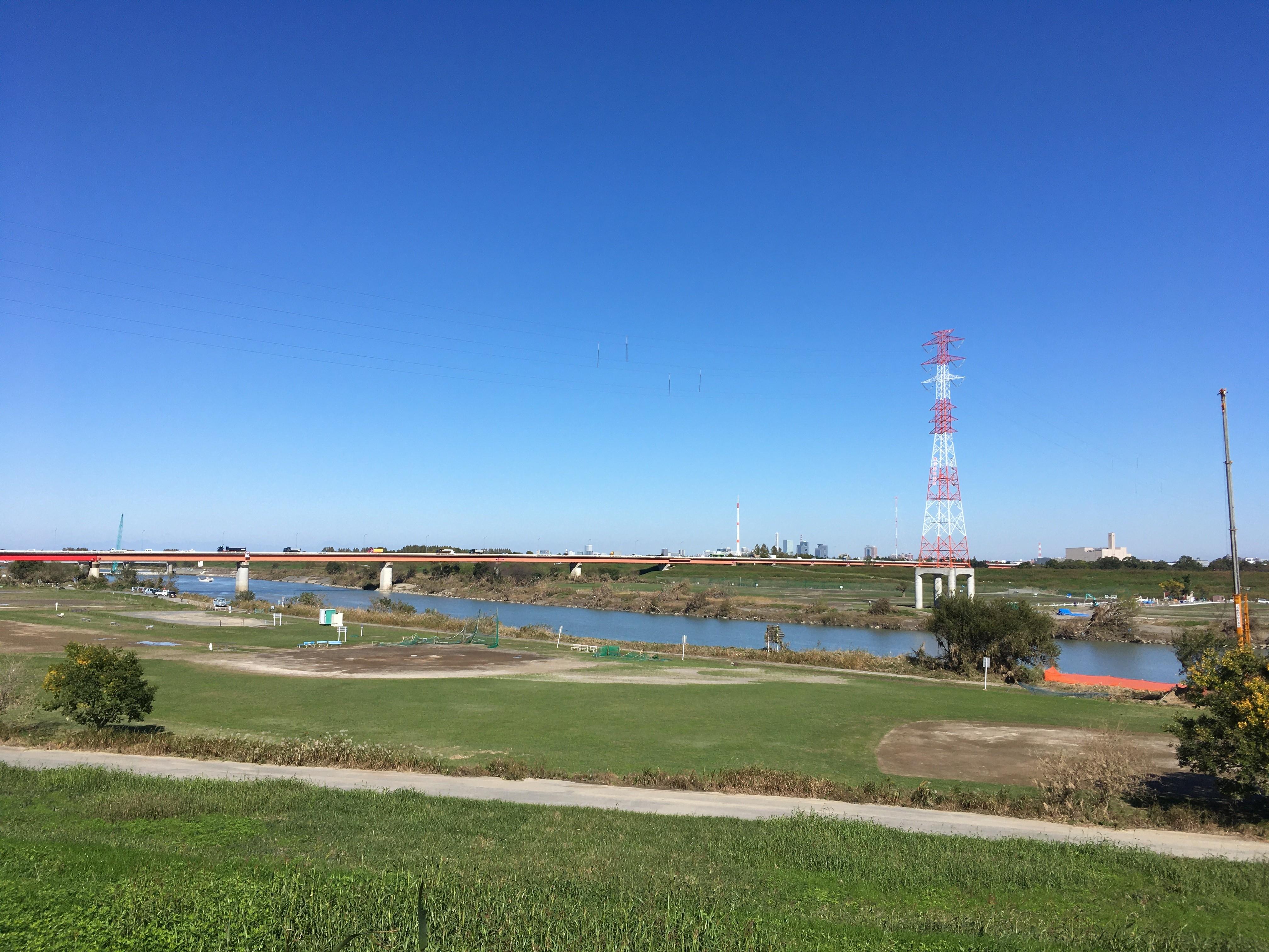 荒川右岸(堤防遊歩道)から羽根倉橋(浦和所沢バイパス)