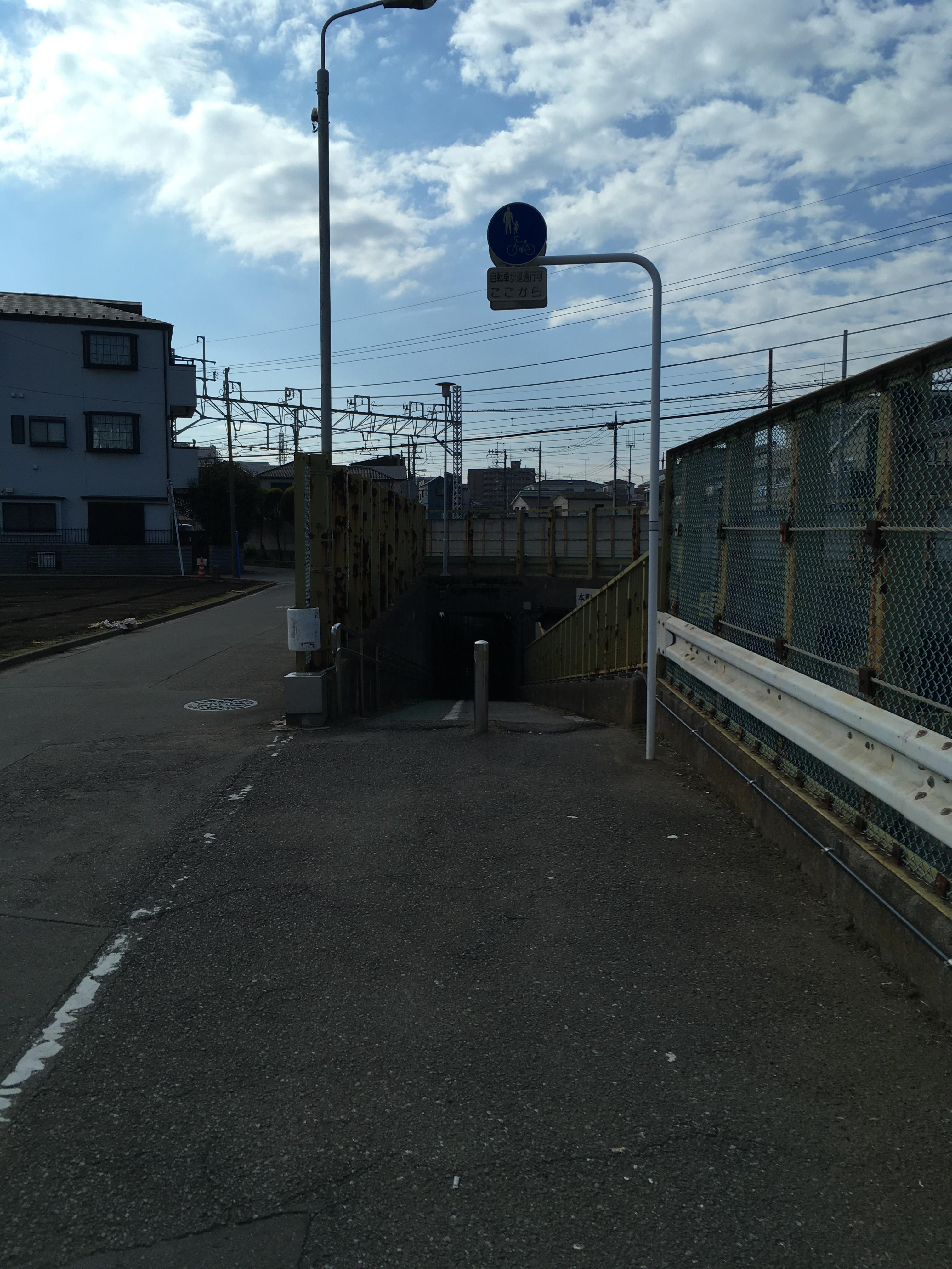 東武東上線(公園通り高架下歩道トンネル)