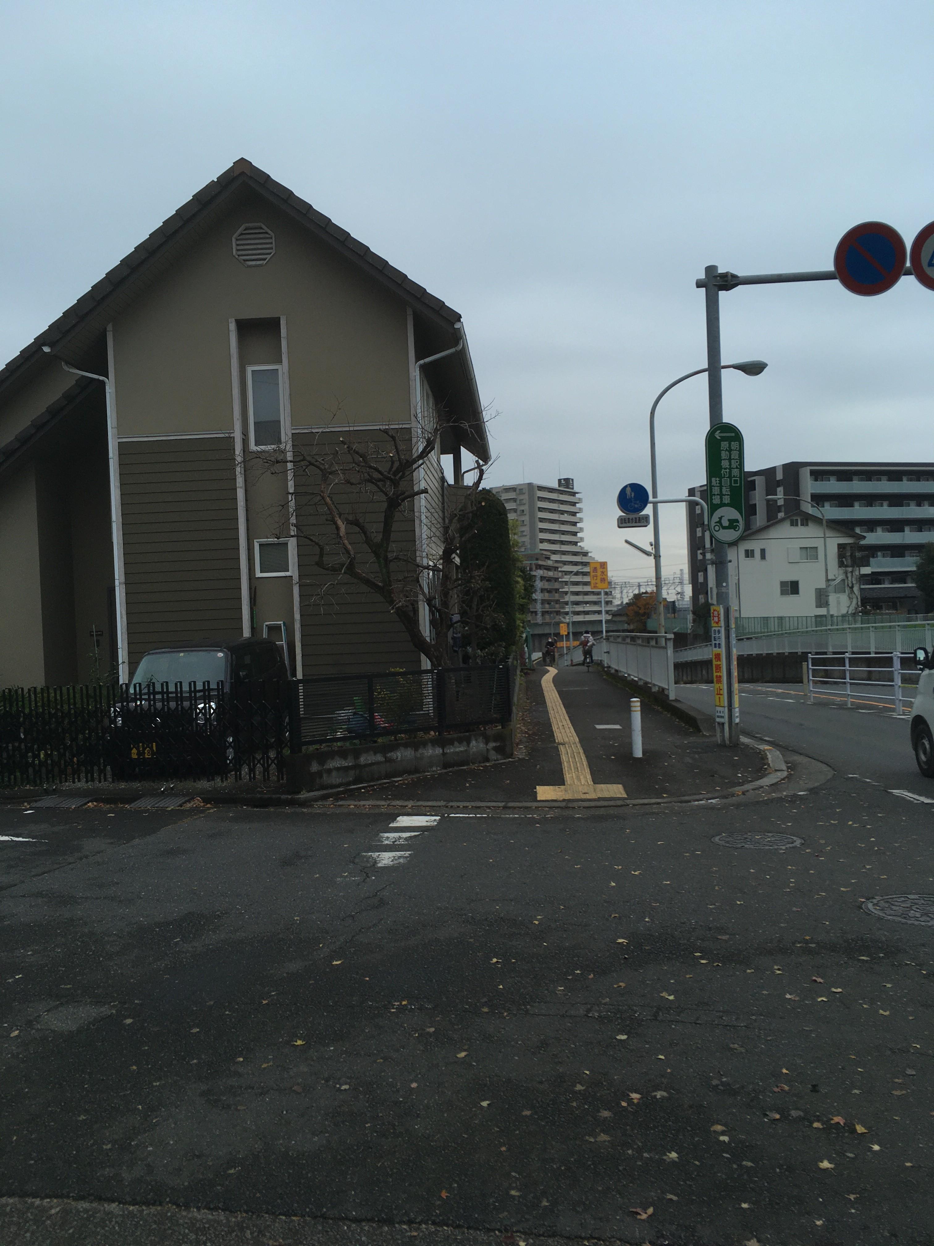 朝霞駅(南)入口交差点